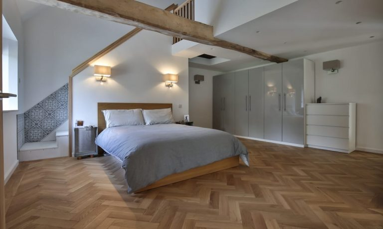 5 Most Popular Bedroom Flooring 2020 with Each Pros and Cons