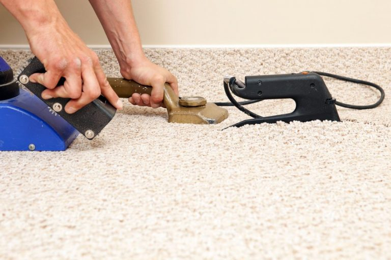 Power Stretcher for Installing Carpet